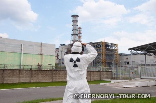 у Саркофага Чернобыльской атомной станции
